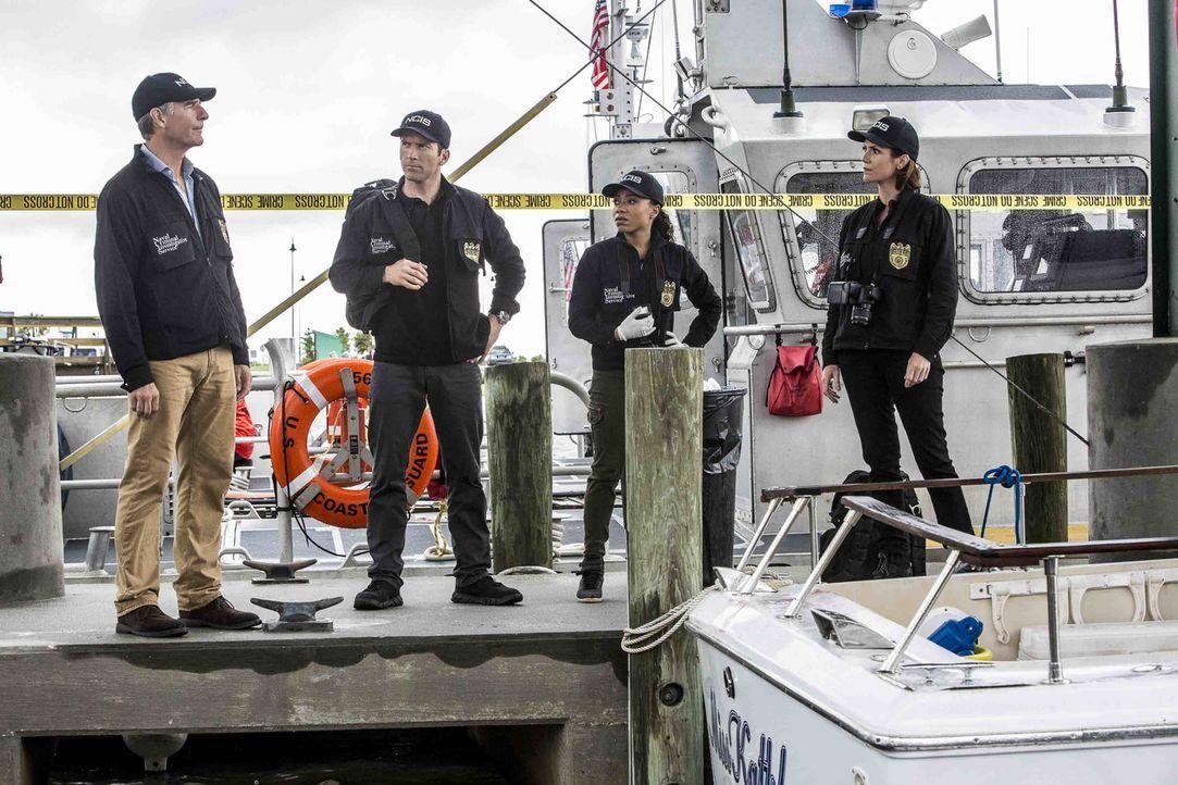 Pride (Scott Bakula, l.), LaSalle (Lucas Black, 2.v.l.), Percy (Shalita Grant, 2.v.r.) und Brody (Zoe McLellan, r.) wollen den Mörder eines Navy-Tau... - Bildquelle: Skip Bolen 2016 CBS Broadcasting, Inc. All Rights Reserved
