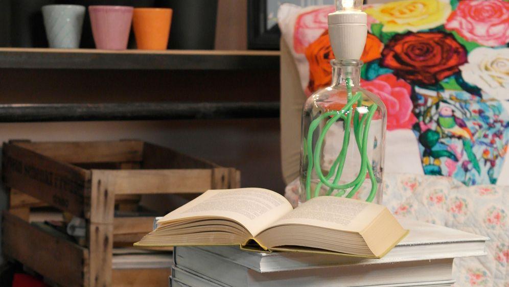 Buchnachttisch - Bildquelle: sixx