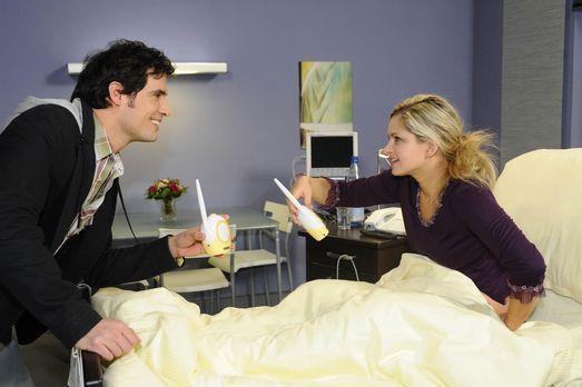 Lars sorgt sich um Mia (Josephine Schmidt, r.) und verweigert seine Mithilfe...