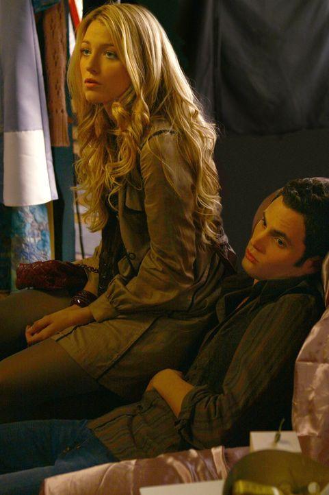 Trotz ihrer unterschiedlichen Herkunft schaffen es Serena (Blake Lively, l.) und Dan (Penn Badgley, r.), die Gegensätze zu überbrücken ... - Bildquelle: Warner Brothers