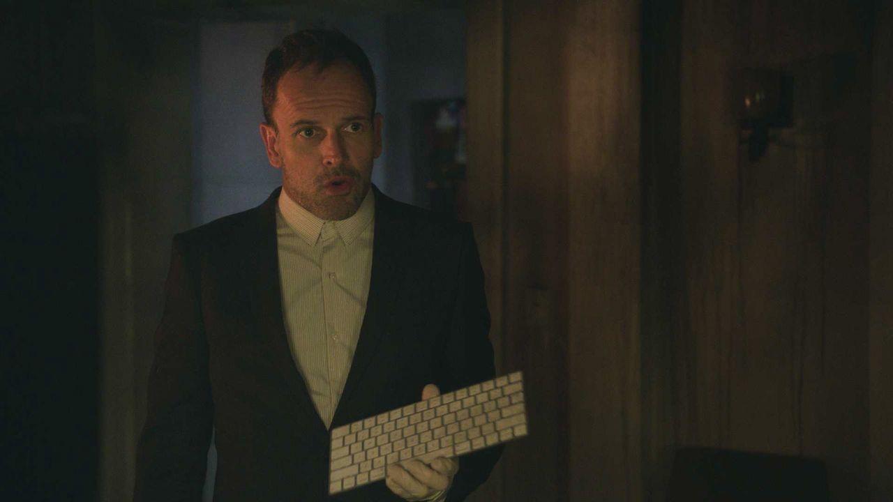 Sherlock Holmes (Jonny Lee Miller) hat wieder mal seine ganz eigene Art und Weise, seinen neuen Fall zu lösen ... - Bildquelle: 2018 CBS Broadcasting, Inc. All Rights Reserved.
