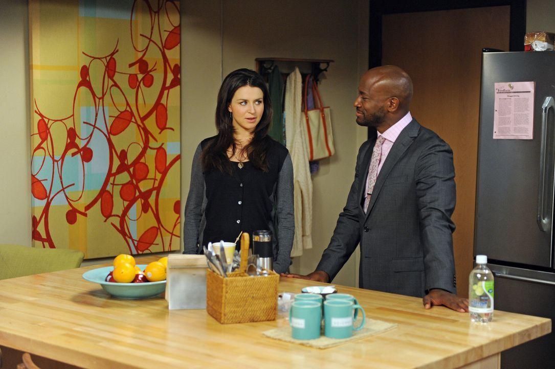 Während Sam (Taye Diggs, r.) sich dazu bereit erklärt hat, bei einer Reality-Show mitzuarbeiten, darf Amelia (Caterina Scorsone, l.) nicht gefilmt... - Bildquelle: ABC Studios
