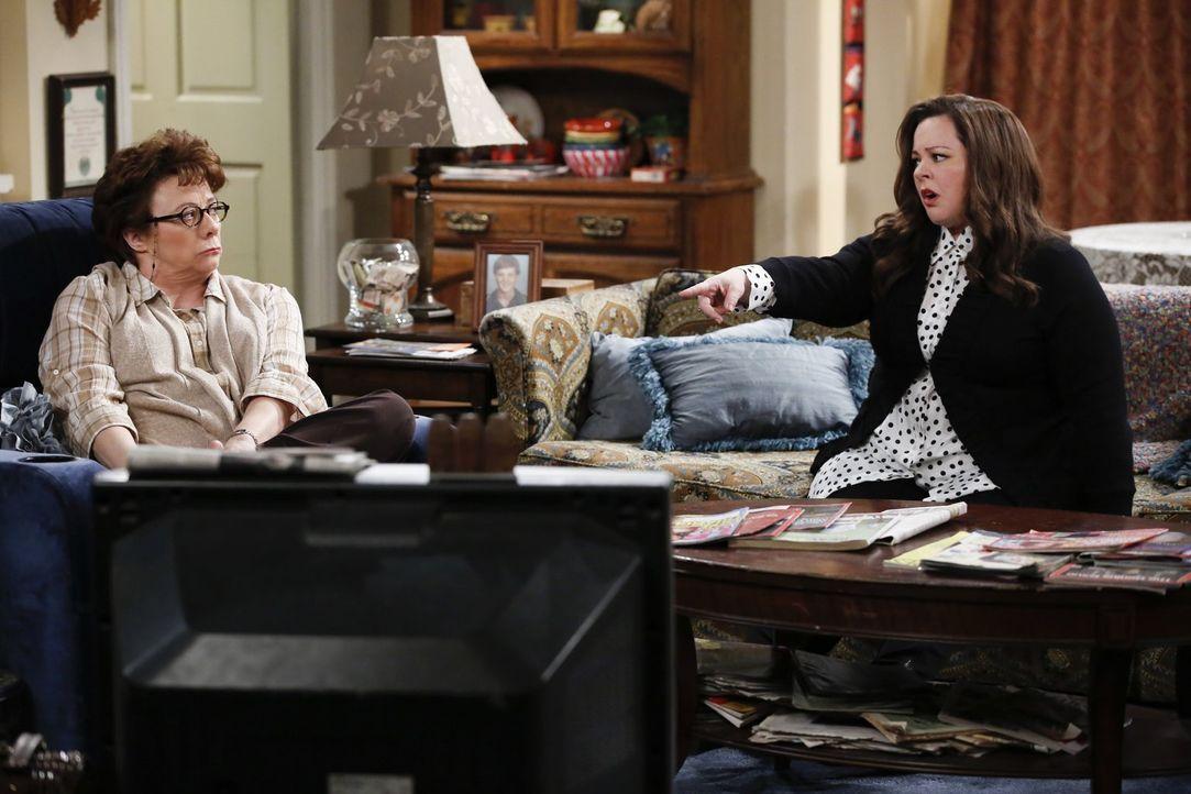 Ihre Zusammenarbeit ist nicht immer einfach: Molly (Melissa McCarthy, r.) und Peggy (Rondi Reed, l.) ... - Bildquelle: Warner Brothers