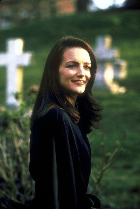 Eine neue Liebe - ein neues Leben? Auf einer Beerdigung verliebt sich Charlotte (Kristin Davis) in einen frisch verwitweten Mann. - Bildquelle: 2001 Paramount Pictures