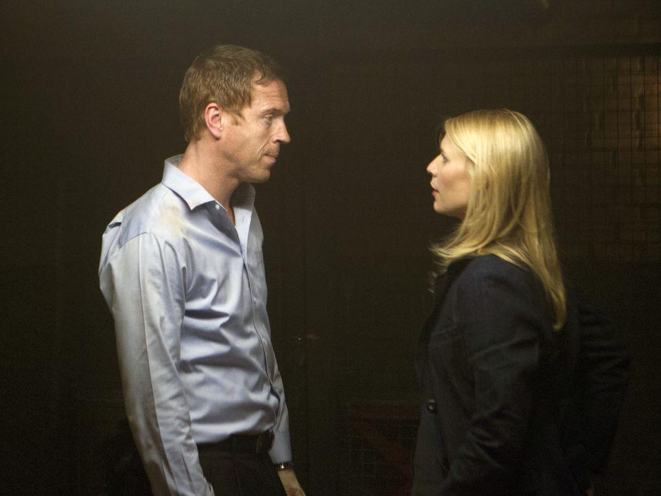 Alle glauben, Brody (Damian Lewis, l.) sei tot, doch dann meldet er sich bei Carrie (Claire Danes, r.) und bittet sie, seine Familie sofort in Siche... - Bildquelle: 20th Century Fox International Television