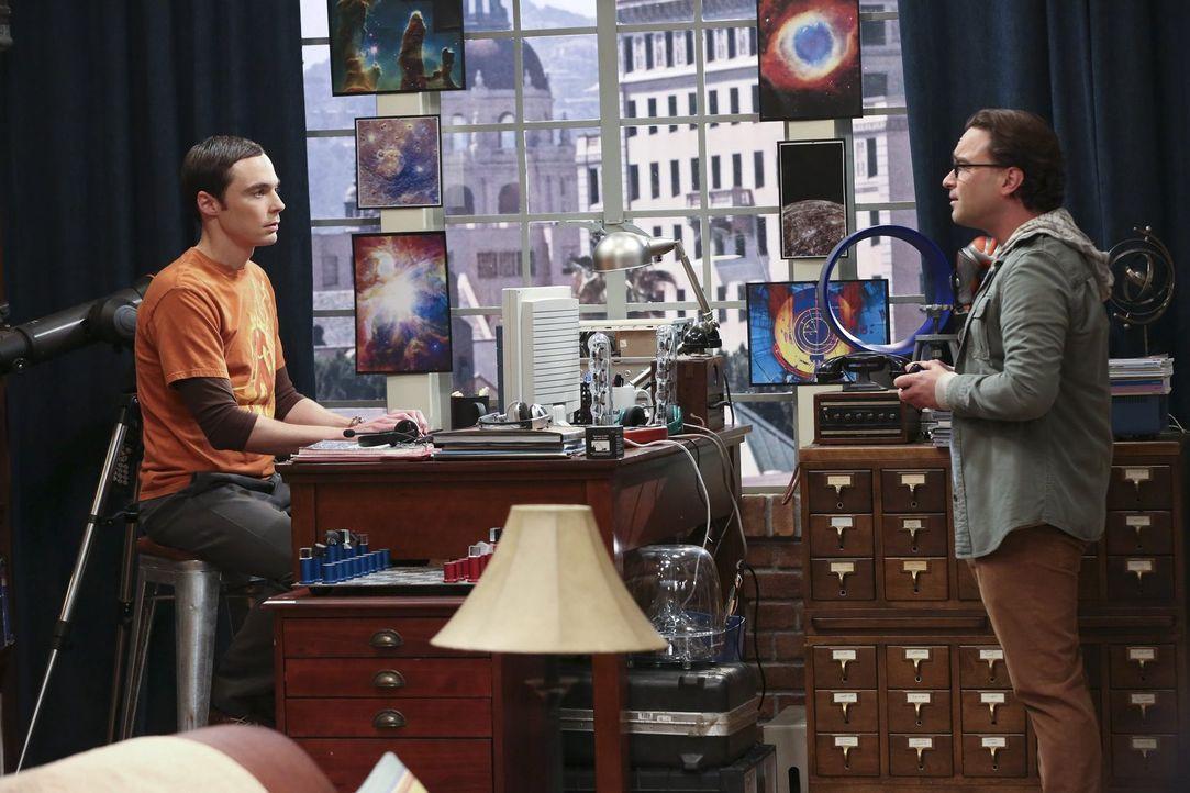 Leonard (Johnny Galecki, r.) kann es nicht fassen, dass Sheldon (Jim Parsons, l.) keinerlei Veränderung in seinem Leben zulässt ... - Bildquelle: Warner Brothers