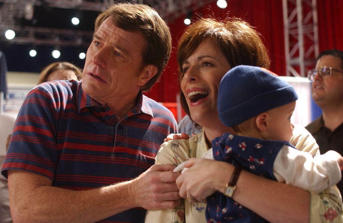 Hal (Bryan Cranston, l.) und Lois (Jane Kaczmarek, r.) versuchen sie als Kuppler ... - Bildquelle: TM +   2000 Twentieth Century Fox Film Corporation. All Rights Reserved.