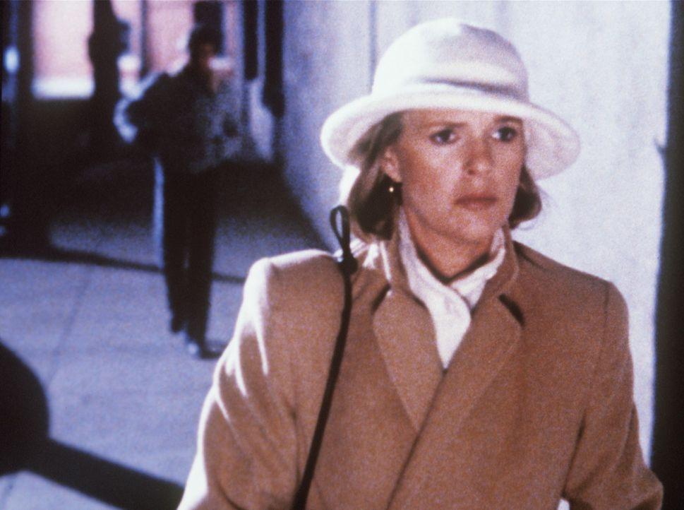 Cagney (Sharon Gless) bietet sich dem Serienkiller, der innerhalb kurzer Zeit 11 Frauen ermordet hat, als 12. Opfer an. - Bildquelle: ORION PICTURES CORPORATION. ALL RIGHTS RESERVED.