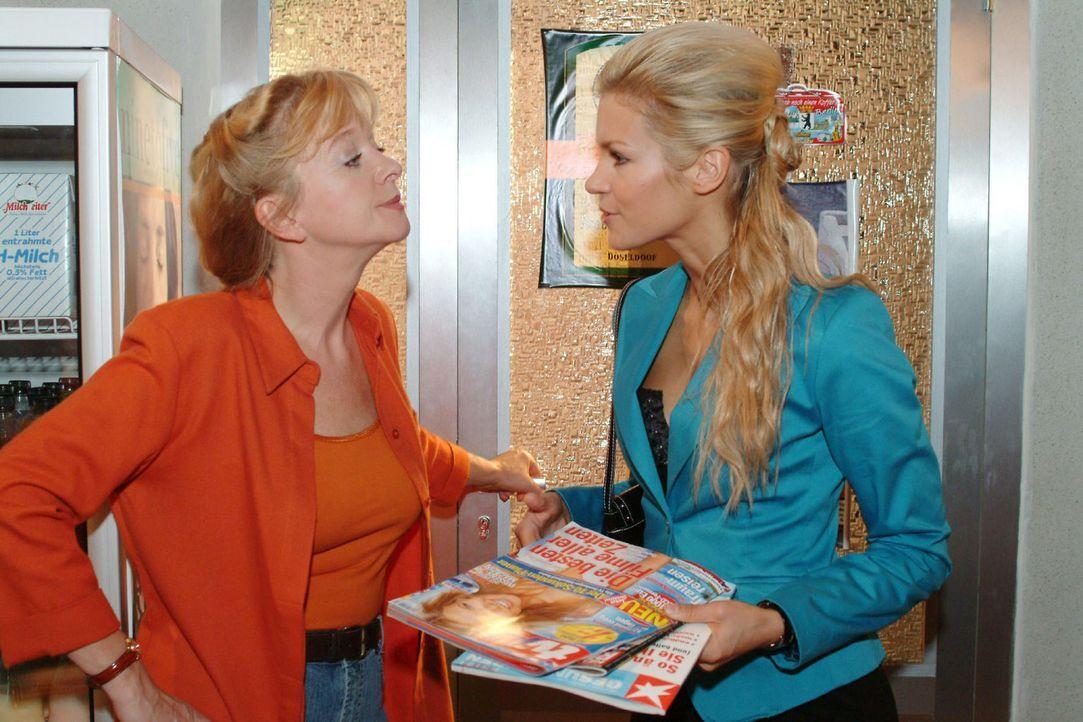 Zwischen Helga (Ulrike Mai, l.) und Sabrina (Nina-Friederike Gnädig, r.) kommt es zu einer Auseinandersetzung, als Helga nicht bereit ist, Sabrina... - Bildquelle: Sat.1