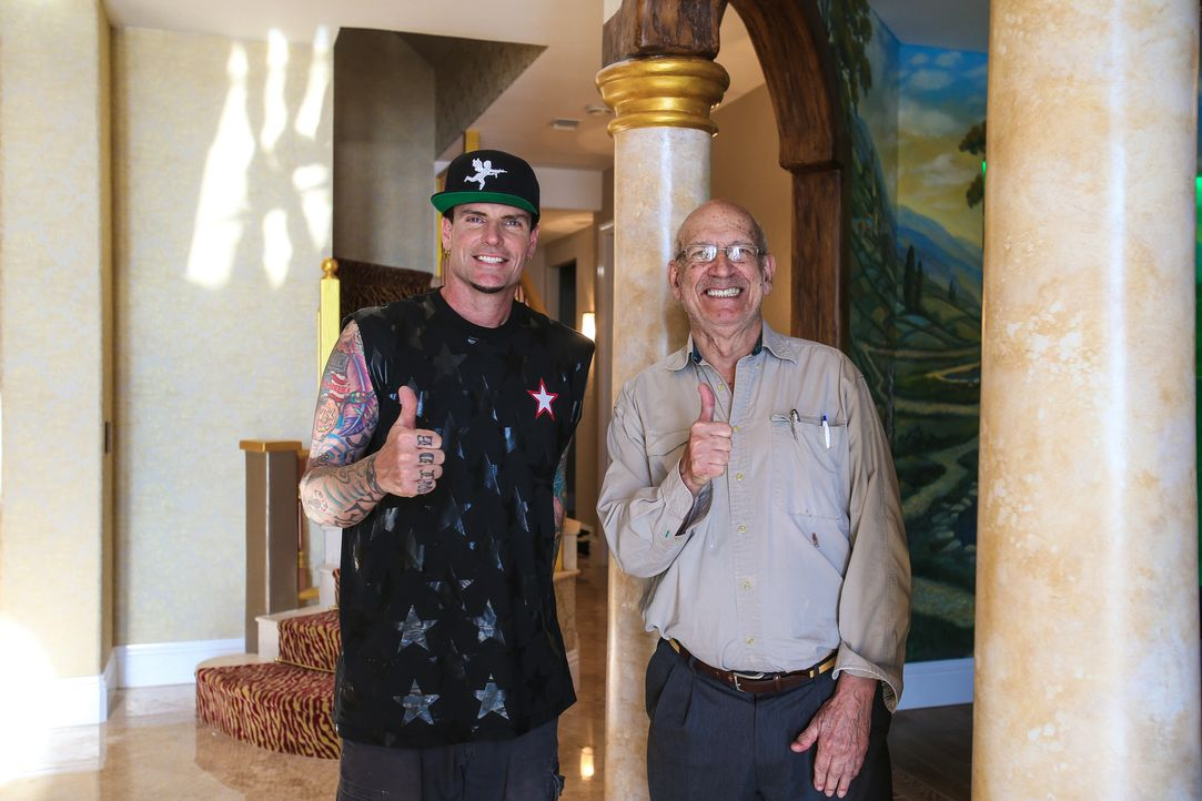 (v.l.n.r.) Rob Van Winkle (aka Vanilla Ice); Juan - Bildquelle: Tom DiPace 2015, DIY Network/Scripps Networks, LLC. All Rights Reserved./ Tom DiPace/AP Images