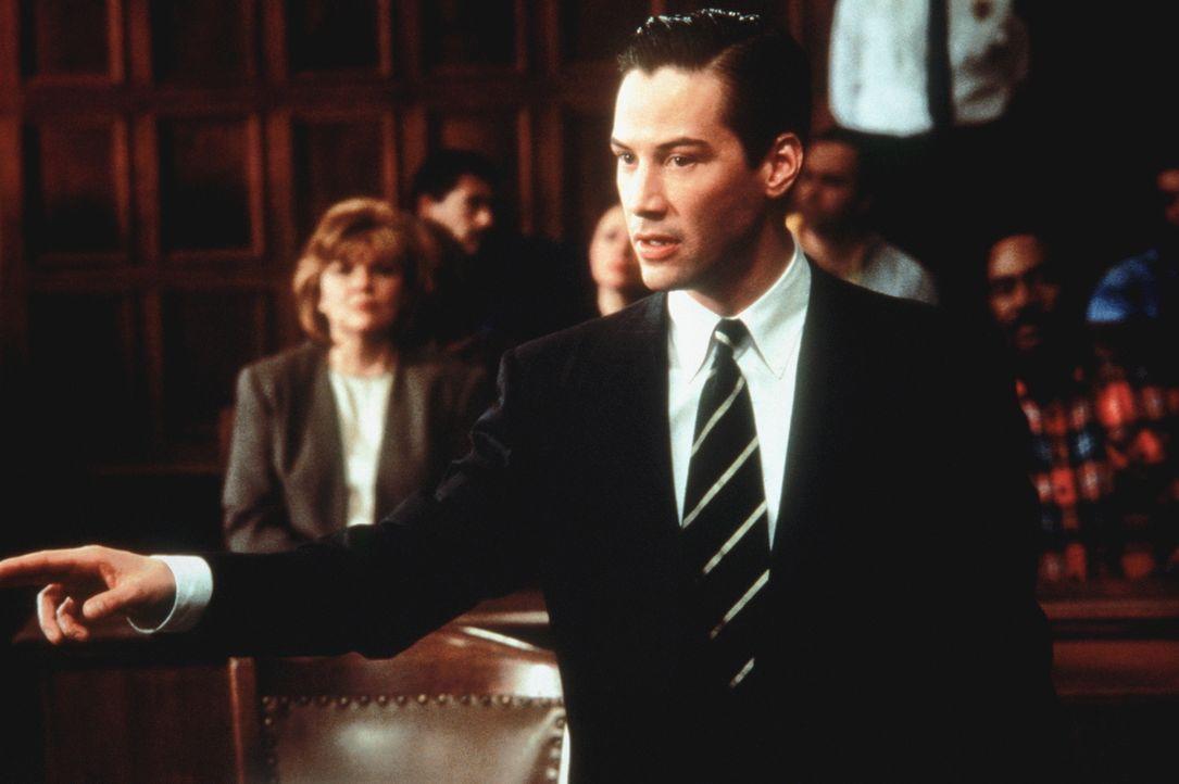 Als es dem jungen Anwalt Kevin Lomax (Keanu Reeves) gelingt, einen schuldigen Sexualstraftäter vor seiner Verurteilung zu bewahren, erhält er ein lu... - Bildquelle: Warner Bros.