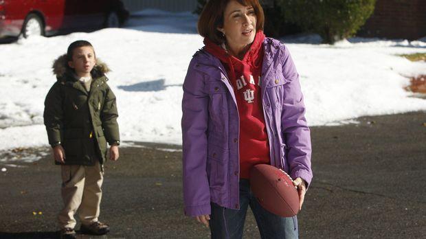 Als Frankie (Patricia Heaton, r.) mitbekommt, wie umsichtig die Mitglieder ei...