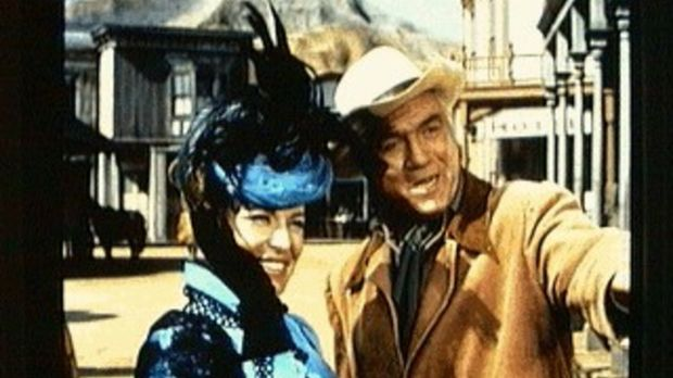 Ben Cartwright (Lorne Greene, r.) ist glücklich, die Opernsängerin Angela Ber...