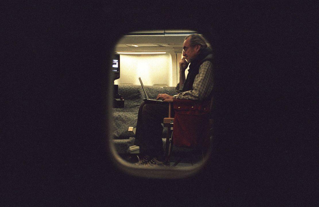 """Schwer beschäftigt am Set von """"Red Eye"""": Regisseur Wes Craven - Bildquelle: Telepool GmbH"""
