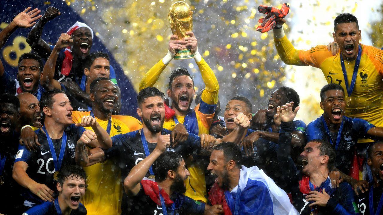 Pokalübergabe im Regen - Bildquelle: 2018 Getty Images