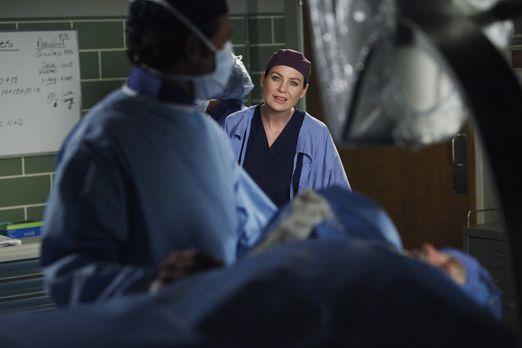 Grey's Anatomy - Ein harter Arbeitstag wartet auf Meredith (Ellen Pompeo, r.)...