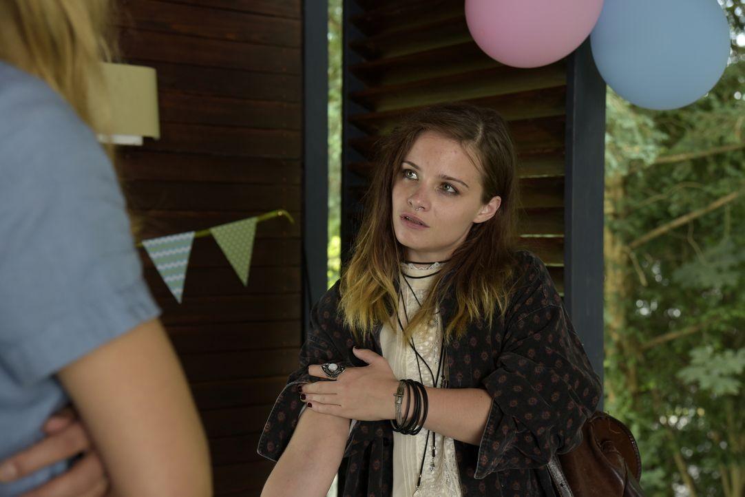 Hat Noras drogensüchtige Schwester Nadja (Jasna Fritzi Bauer) etwas mit dem tödlichen Überfall und der Entführung des Babys zu tun? - Bildquelle: Christiane Pausch SAT.1