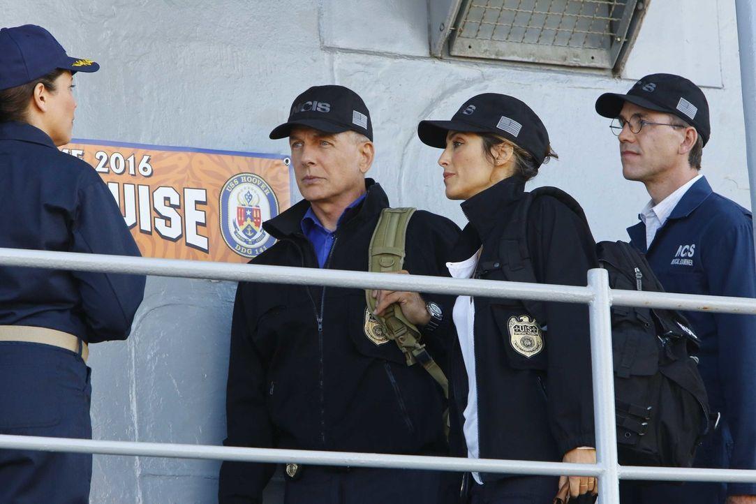 Gibbs (Mark Harmon, 2.v.l.), Quinn (Jennifer Esposito, 2.v.r.) und Palmer (Brian Dietzen, r.) werden zu einem äußerst ungewöhnlichen Tatort gerufen:... - Bildquelle: Bill Inoshita 2016 CBS Broadcasting, Inc. All Rights Reserved