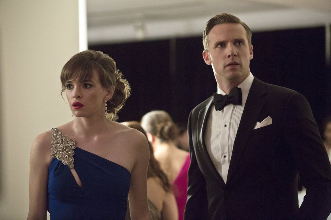 Caitlin (Danielle Panabaker, l.) lüftet ein Geheimnis von Jay (Teddy Sears, r.), das einiges verändern könnte ... - Bildquelle: 2015 Warner Brothers.