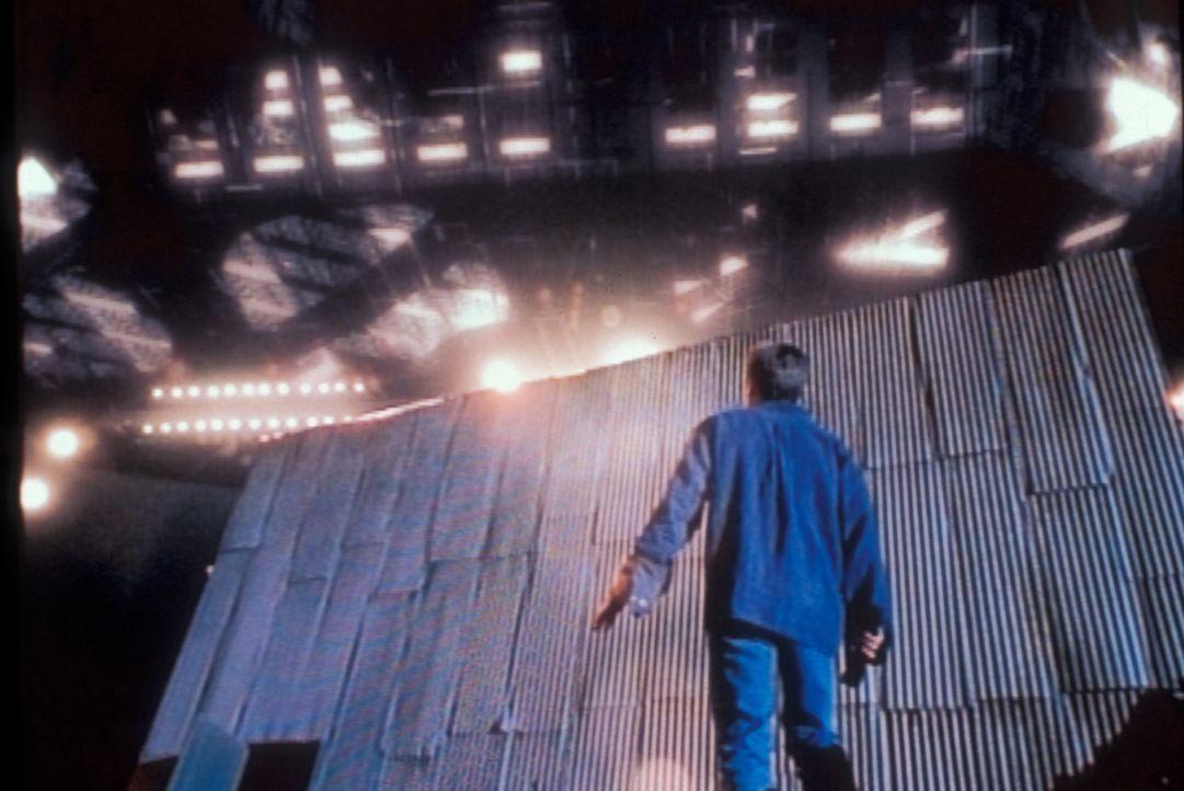 Bei seinen Ermittlungen in einem Bergwerk stößt Mulder (David Duchovny) auf ein riesiges Archiv mit geheimen Akten und weiteren geheimnisvollen Ersc... - Bildquelle: TM +   Twentieth Century Fox Film Corporation. All Rights Reserved.