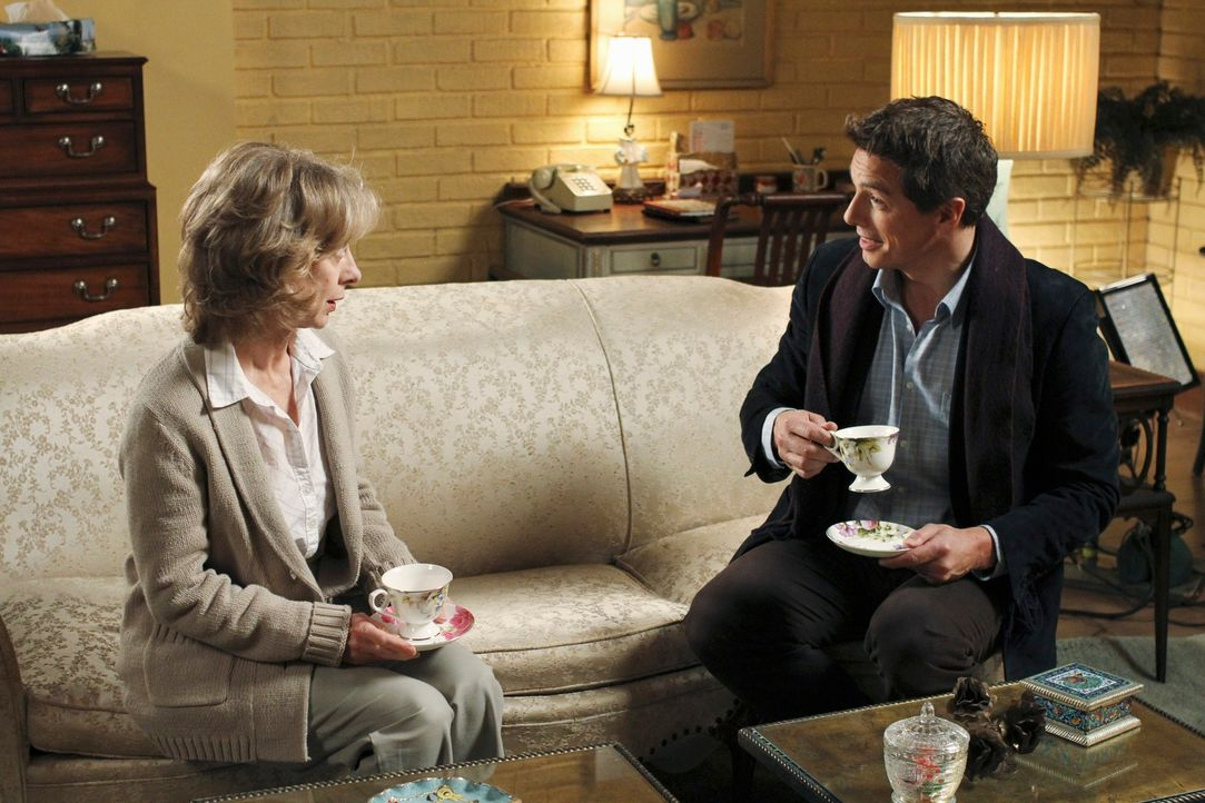 Während Andrew mit der Tatsache konfrontiert wird, dass Sam sein Halbbruder ist, bekommt Iris Beckley (Ellen Crawford, l.) Besuch von Patrick Logan... - Bildquelle: ABC Studios
