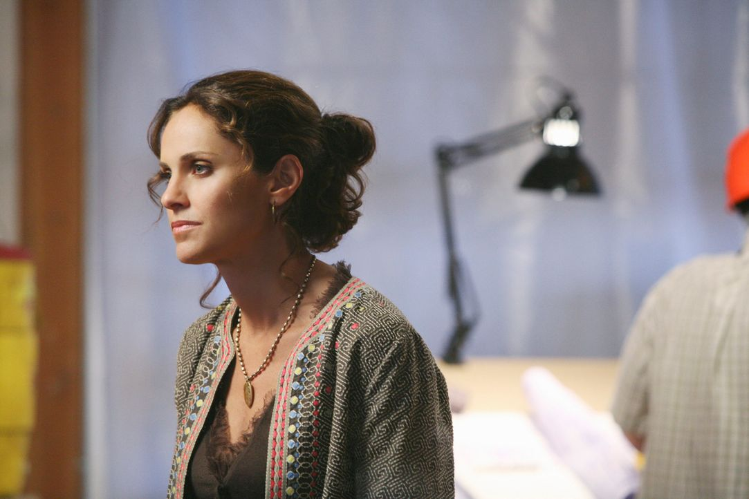 Während Violet (Amy Brenneman) in Loyalitätskonflikt gerät, überrascht Dell seine Kollegen mit einer besonderen Frau in seinem Leben ... - Bildquelle: ABC Studios