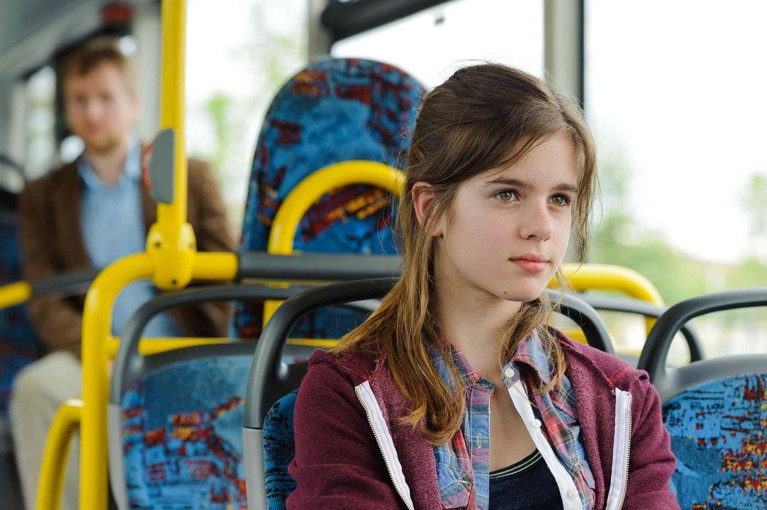 Ahnt nicht, dass sie im Visier eines Psychopathen (Knud Riepen, l.) ist: die 12-jährige Jessy (Jamie Bick, l.) ... - Bildquelle: Willi Weber SAT.1