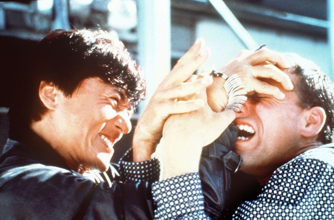 Ein fairer Kampf, doch gegen Whoami (Jackie Chan, r.) hat der arme Mann wohl keine Chance ... - Bildquelle: Columbia TriStar Film