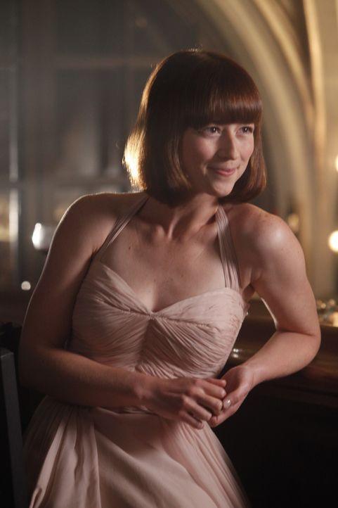 Das Verschwinden von Bridget beschert Colette (Karine Vanasse) einen schönen Abend mit dem Kapitän ... - Bildquelle: 2011 Sony Pictures Television Inc.  All Rights Reserved.