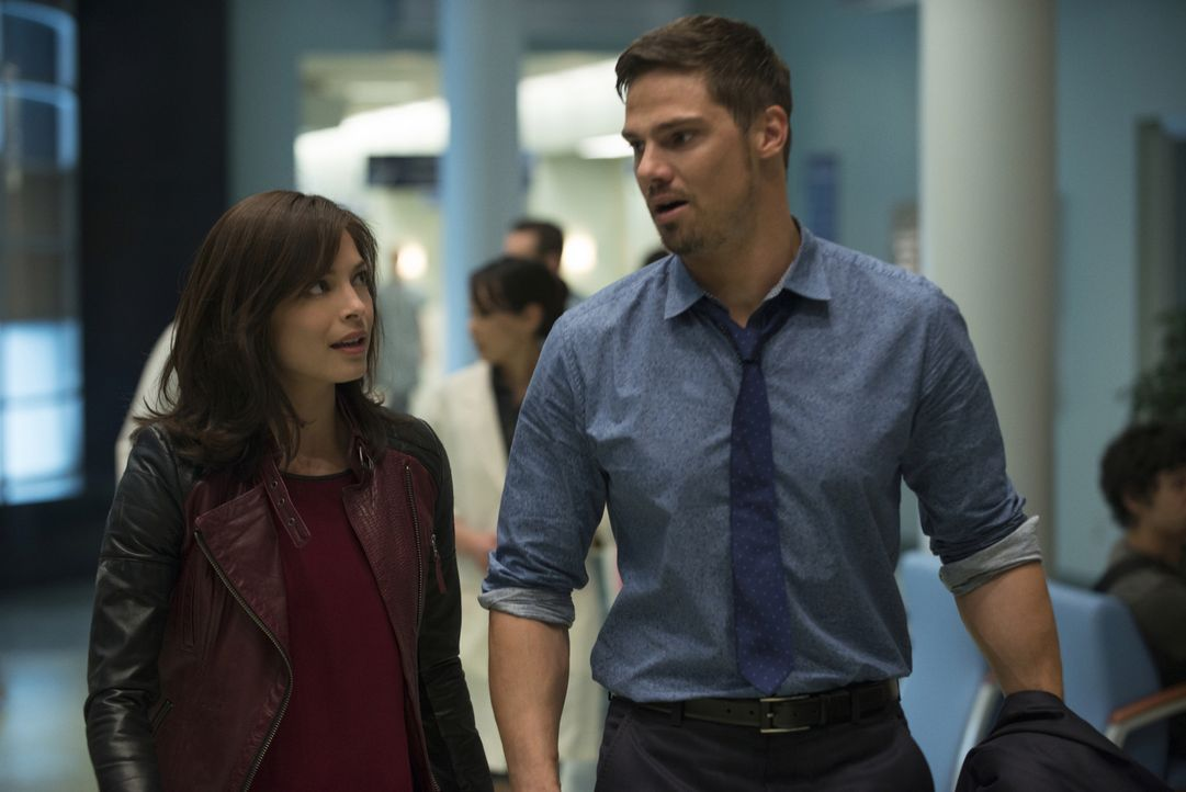 Haben sich vorgenommen, ein normales Leben zu führen: Catherine (Kristin Kreuk, l.) und Vincent (Jay Ryan, r.). Doch dann kommt alles ganz anders ... - Bildquelle: 2015 The CW Network, LLC. All rights reserved.