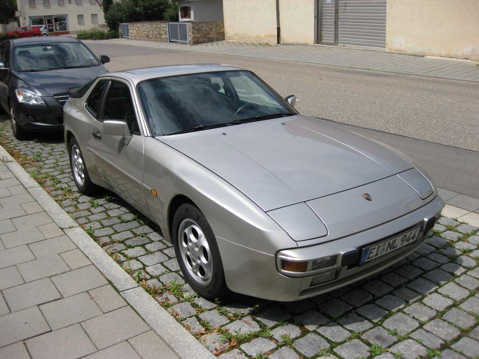 """""""Abenteuer Auto""""-Redakteur Martin träumt von einem Porsche. Ein neuer aus Zuffenhausen ist nicht drin, aber wie wär's mit einem Porsche 944? - Bildquelle: kabel eins"""