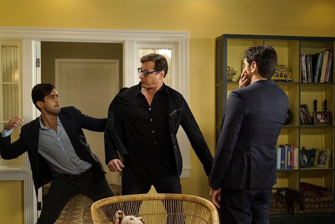 Jimmy (John Stamos, r.) hat Angst, als langweiliger Großvater zu enden und beschließt, alte Freunde, darunter auch seinen besten Kumpel Ronnie (Bob... - Bildquelle: Jennifer Clasen 2016 ABC Studios. All rights reserved.