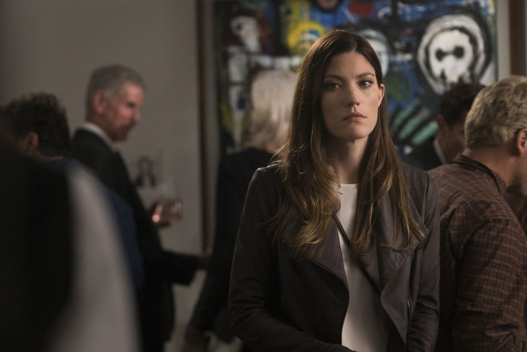 Macht eine schockierende Entdeckung über ihren Vater: Rebecca (Jennifer Carpenter) ... - Bildquelle: Michael Parmelee 2015 CBS Broadcasting, Inc. All Rights Reserved
