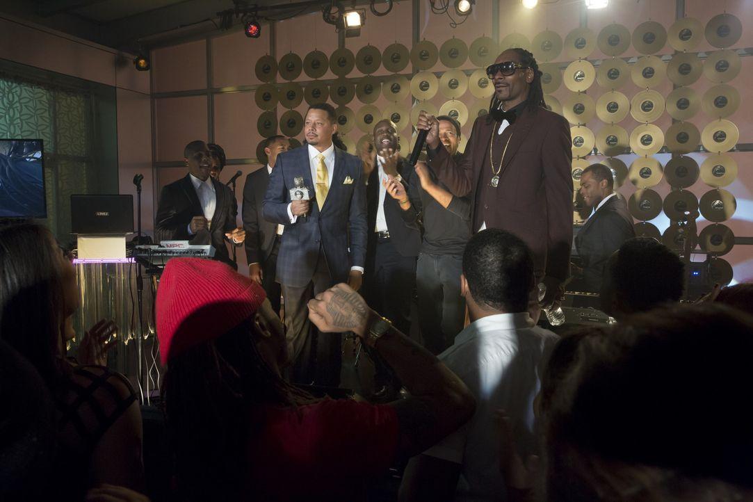 Es läuft wieder für Empire Records: Lucious (Terrence Howard, l.) schafft es, Superstar Snoop Dogg (Snoop Dogg, r.) für die Firma zu gewinnen ... - Bildquelle: 2015 Fox and its related entities.  All rights reserved.