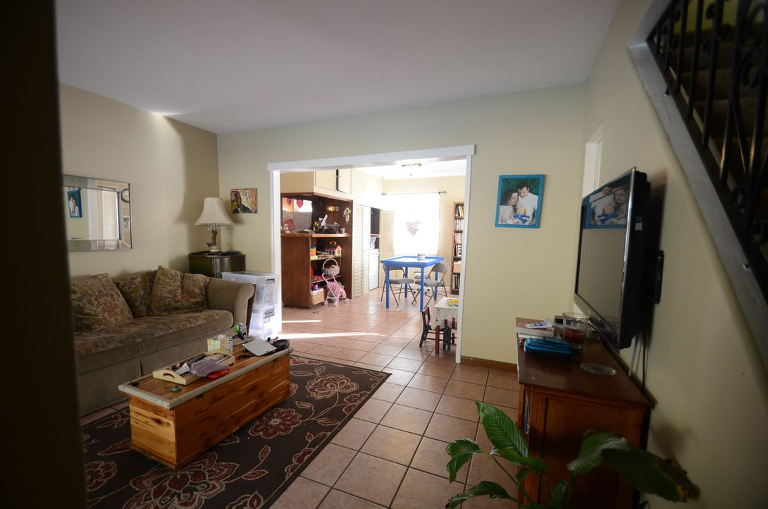 Der Wohnraum einer Familie aus Südkalifornien soll komplett neu gestaltet werden - und zwar in nur drei Tagen. Ob Bauunternehmer Josh Temple und sei... - Bildquelle: 2012, DIY Network/Scripps Networks, LLC.  All Rights Reserved.