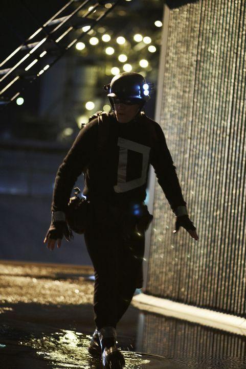 Nacht für Nacht ist Arthur Poppington (Woody Harrelson) als Superheld in der Stadt unterwegs. Da er jedoch über keine Superkräfte verfügt und normal... - Bildquelle: 2009 Darius Films Inc. All Rights Reserved.