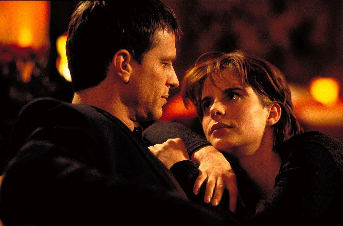 Als es Valerie (Julia Jäger, l.) gelingt, ihre Ex-Freund Rübe (Dirk Heinrichs, r.) ausfindig zu machen, glaubt sie, den Heiratsantragssteller gefund... - Bildquelle: ProSieben