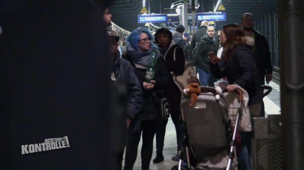 Achtung Kontrolle - Achtung Kontrolle! - Thema U.a.: Fahrradfahrer Auf Den Gleisen - Die Polizeiwache Am Alexanderplatz