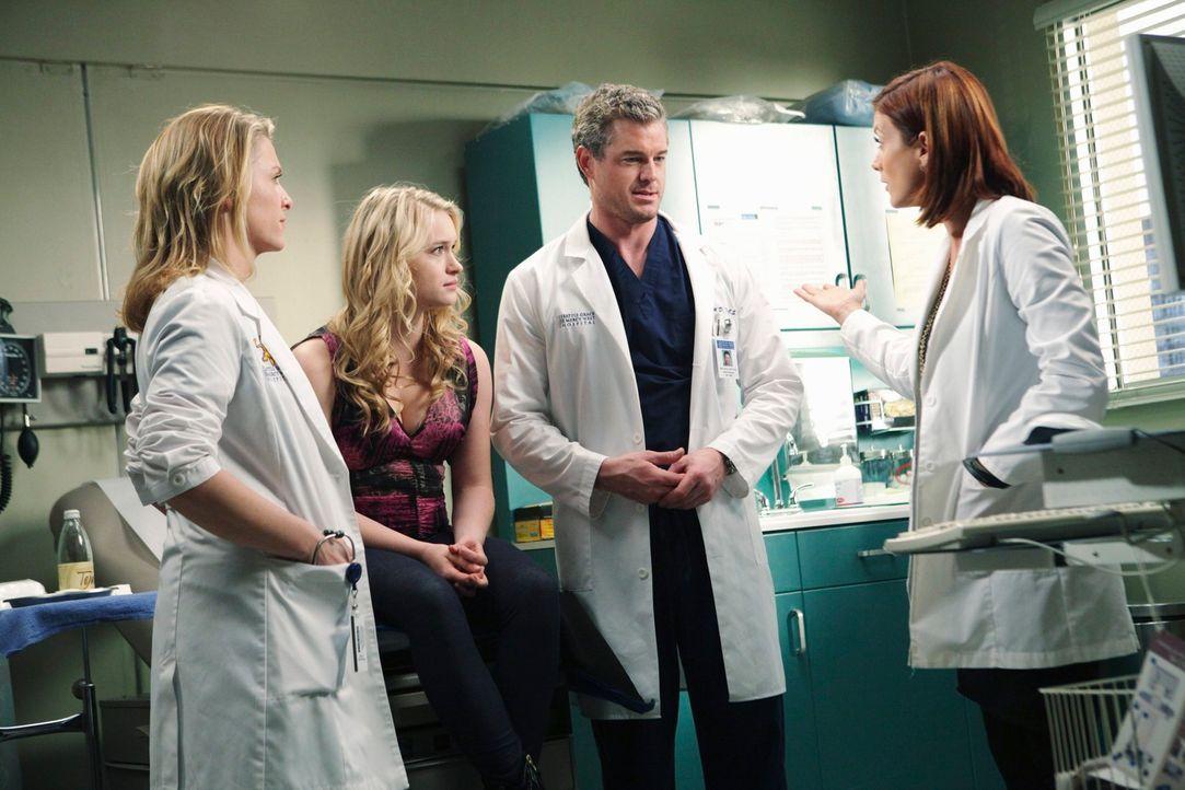 Arizona (Jessica Capshaw, l.) und Mark (Eric Dane, 2.v.r.) sind in Sorge, als sich bei Sloans (Leven Rambin, 2.v.l.) Ultraschall Besorgniserregendes... - Bildquelle: Touchstone Television