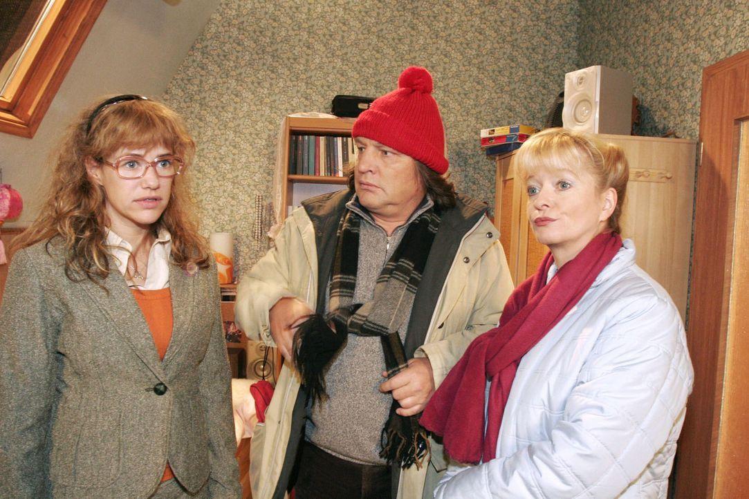 Helga (Ulrike Mai, r.) und Bernd (Volker Herold, M.) sind enttäuscht: Lisa (Alexandra Neldel, l.) möchte nicht mit ihnen spazieren gehen. Sie möc... - Bildquelle: Noreen Flynn Sat.1