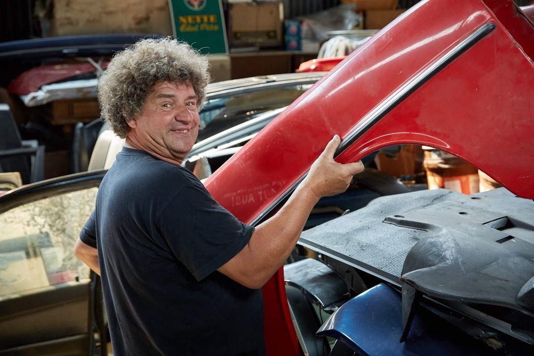 Während sein Bruder Peter den alten Schrottplatz weiter betreibt, freut sich Uwe (Foto) auf die Arbeit mit den Young- und Oldtimern im neuen Betrieb... - Bildquelle: Guido Engels kabel eins