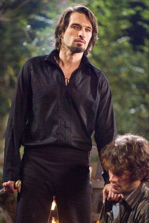 Als sein Sohn getötet wird, ruft der Werwolfanführer Gabriel (Oliver Martinez, l.) die Seinen auf, Aiden zu töten - koste es, was es wolle ... - Bildquelle: 2007 Kinowelt GmbH