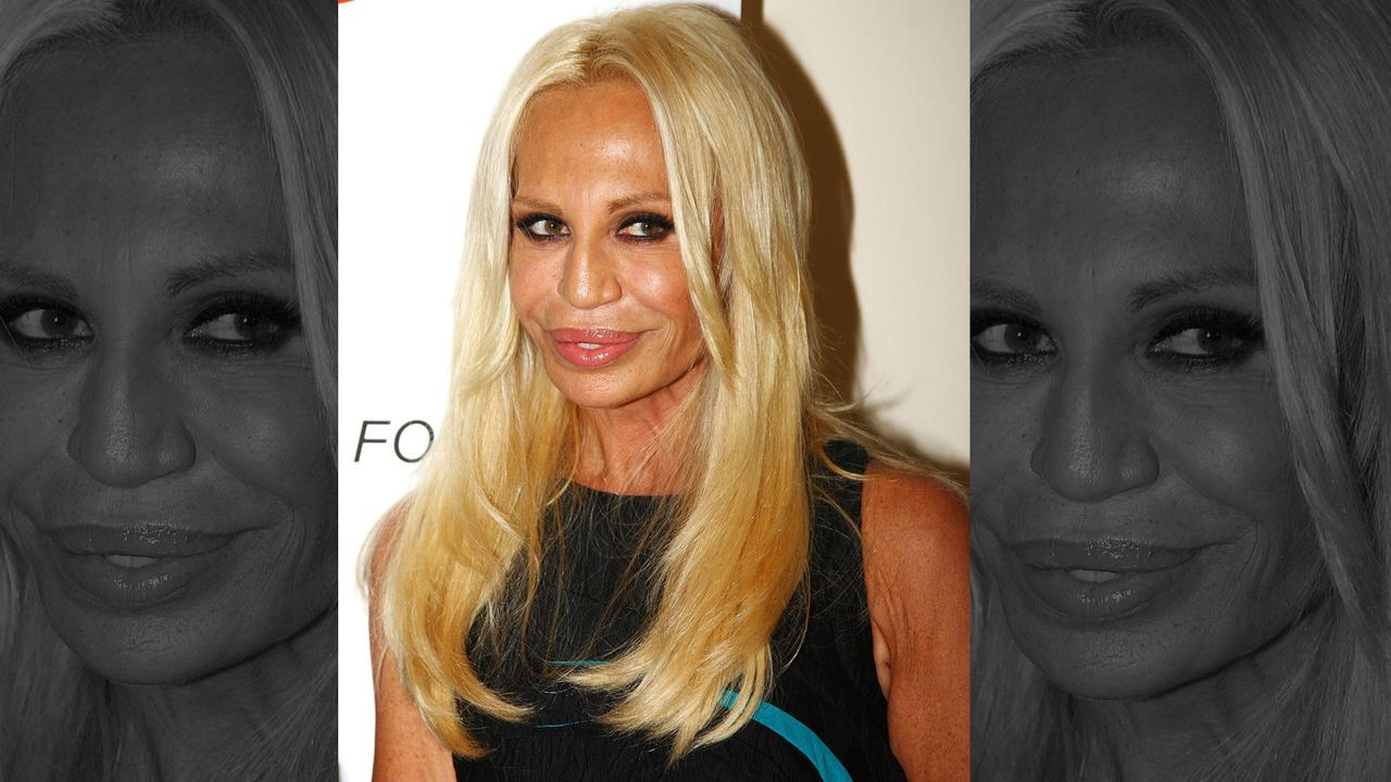 Donatella Versaces Maske-Mimik  - Bildquelle: getty-AFP