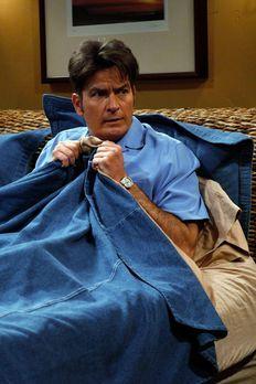 Two and a Half Men - Leidet unter Schlaflosigkeit: Charlie (Charlie Sheen) .....