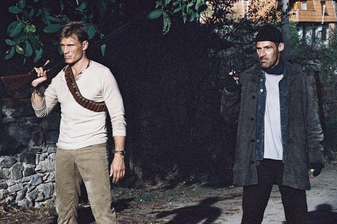 Gemeinsam nehmen Nick Cherenko (Dolph Lundgren, l.) und William Burton (Ben Cross, r.) gnadenlos Rache ... - Bildquelle: Nu Image Films