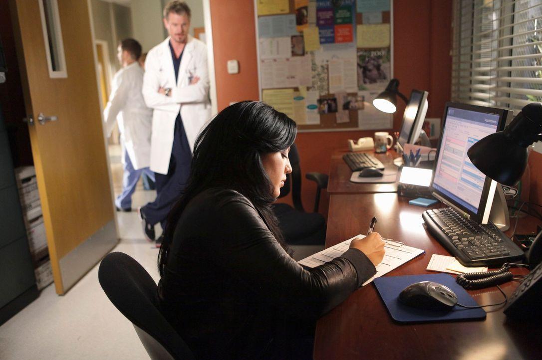 Da Mark (Eric Dane, l.) nicht möchte, dass Callie (Sara Ramirez, r.) nach Afrika geht, versucht er sie zu überzeugen in Seattle zu bleiben. Mit Erfo... - Bildquelle: ABC Studios