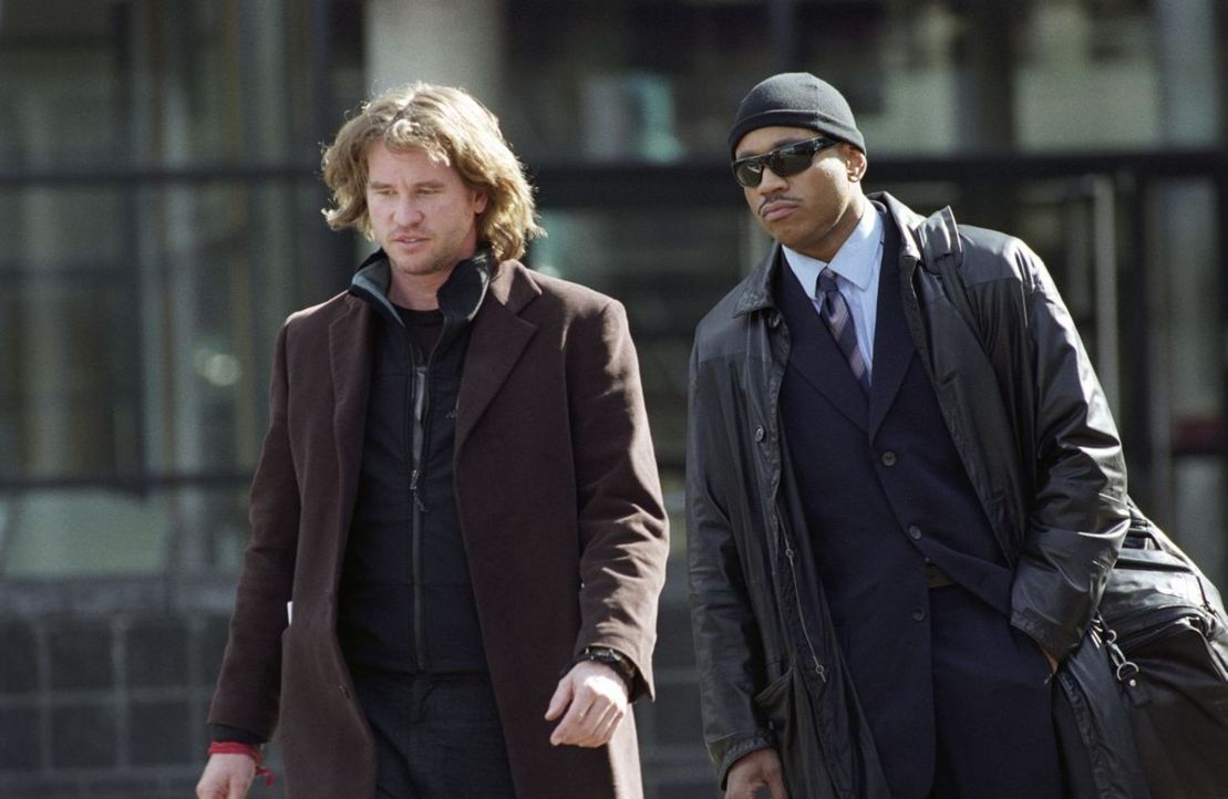 Harris (Val Kilmer, l.) schickt sein Team von jungen FBI-Agenten zusammen mit dem erfahrenen Cop Gabe Jenkins (LL Cool J, r.) auf eine einsame Insel... - Bildquelle: Tobis Film