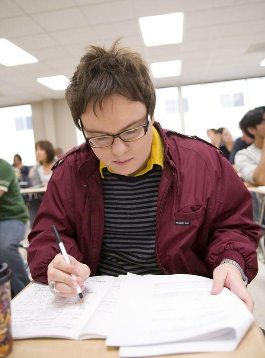 Die Angst geht auf dem Campus um, denn die Zwischenprüfungen nahen: Dale (Clark Duke) ... - Bildquelle: 2007 ABC FAMILY. All rights reserved. NO ARCHIVING. NO RESALE.