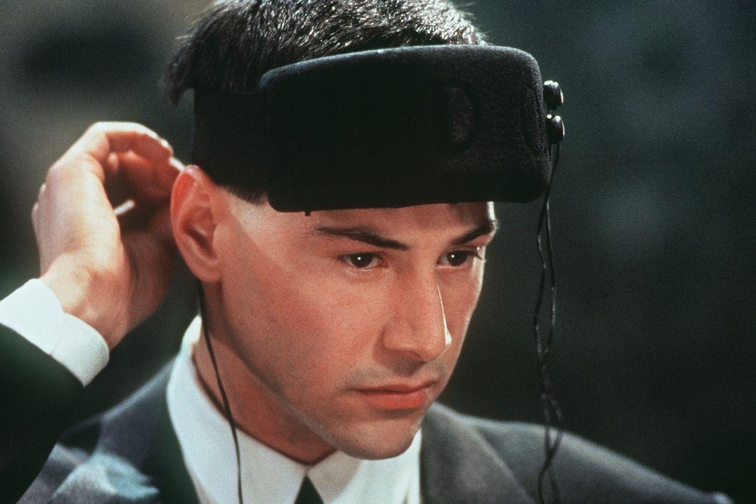 Der Datenschmuggler Johnny Mnemonic (Keanu Reeves) hat seinen Speicherchip im Gehirn überladen. Wenn er sie nicht innerhalb 48 Stunden überspielen... - Bildquelle: 20th Century Fox