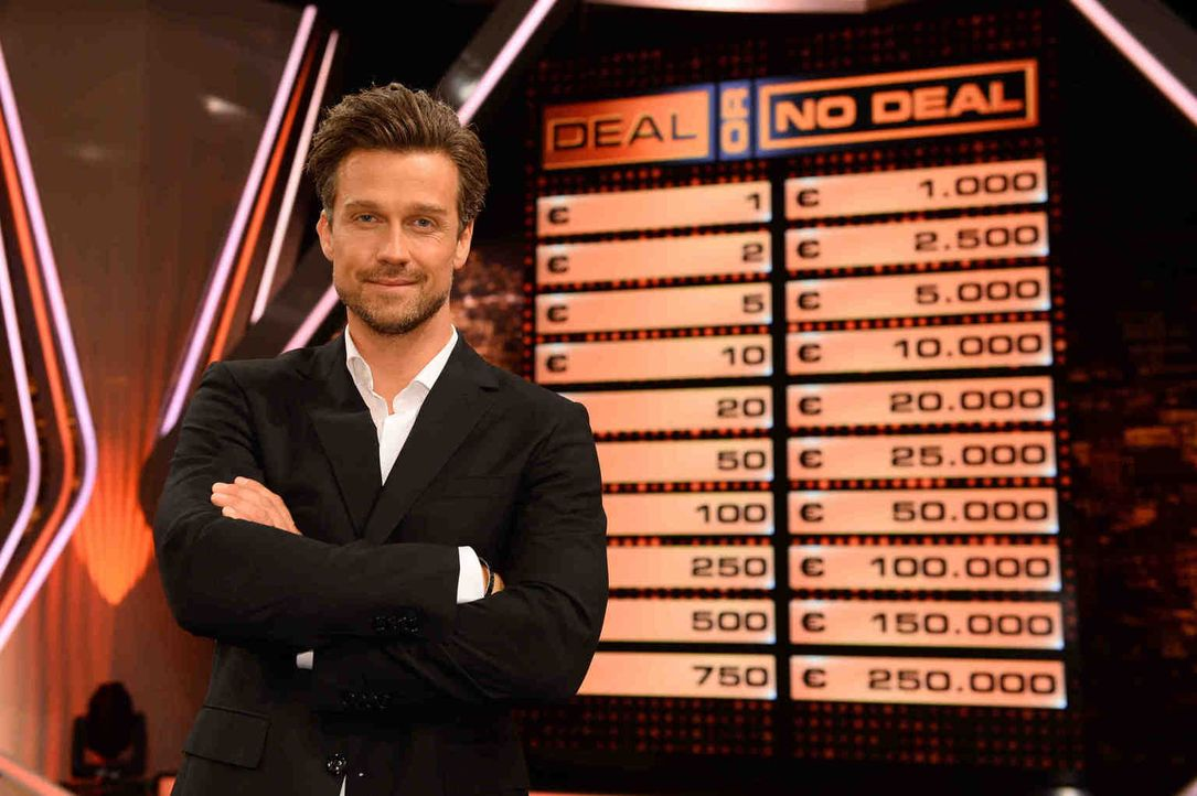 "Wayne Carpendale moderiert ""Deal or no Deal"" ... - Bildquelle: Willi Weber SAT.1"